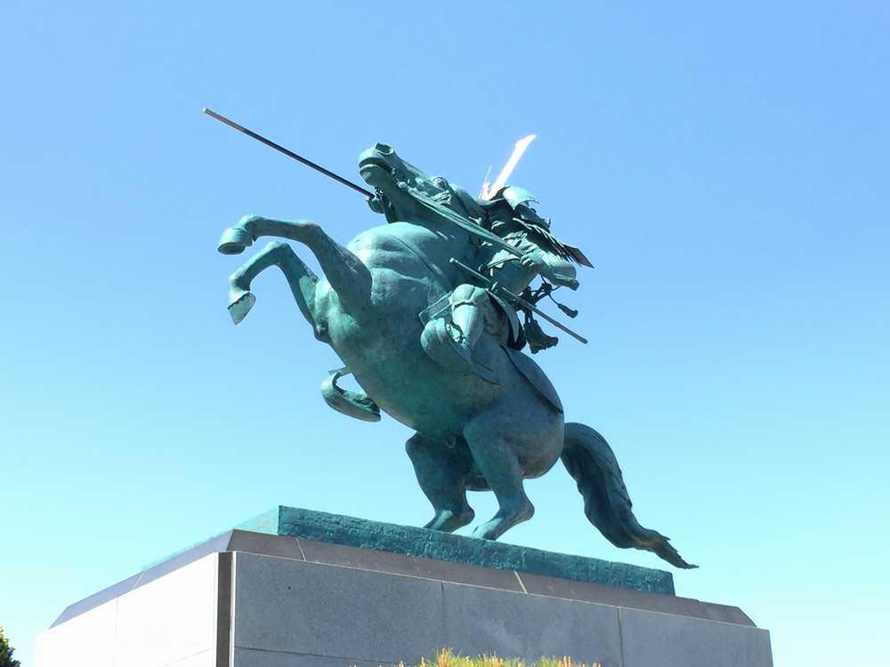 霞城公園の最上義光像ズーム画像
