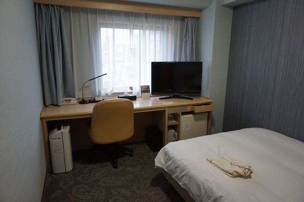 リッチモンドホテル那覇シングルルーム机画像