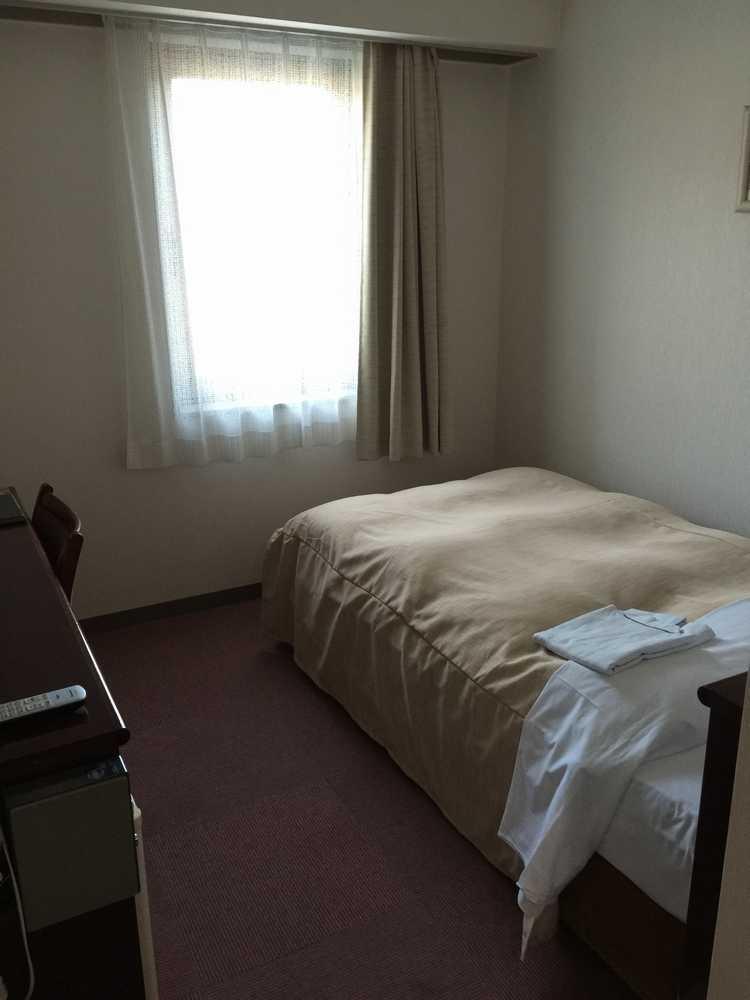 天童シティホテル部屋窓側画像