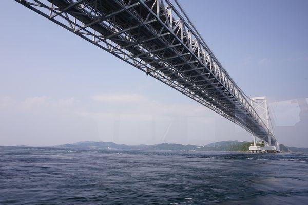 海上から大鳴門橋画像