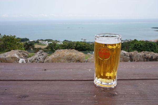 ビールと海画像