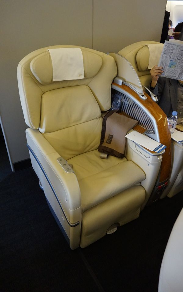 JAL国内線ファーストクラスシート画像