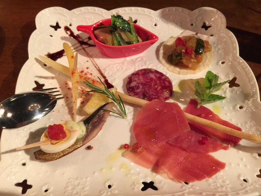 モナチューロスで前菜盛り合わせ画像