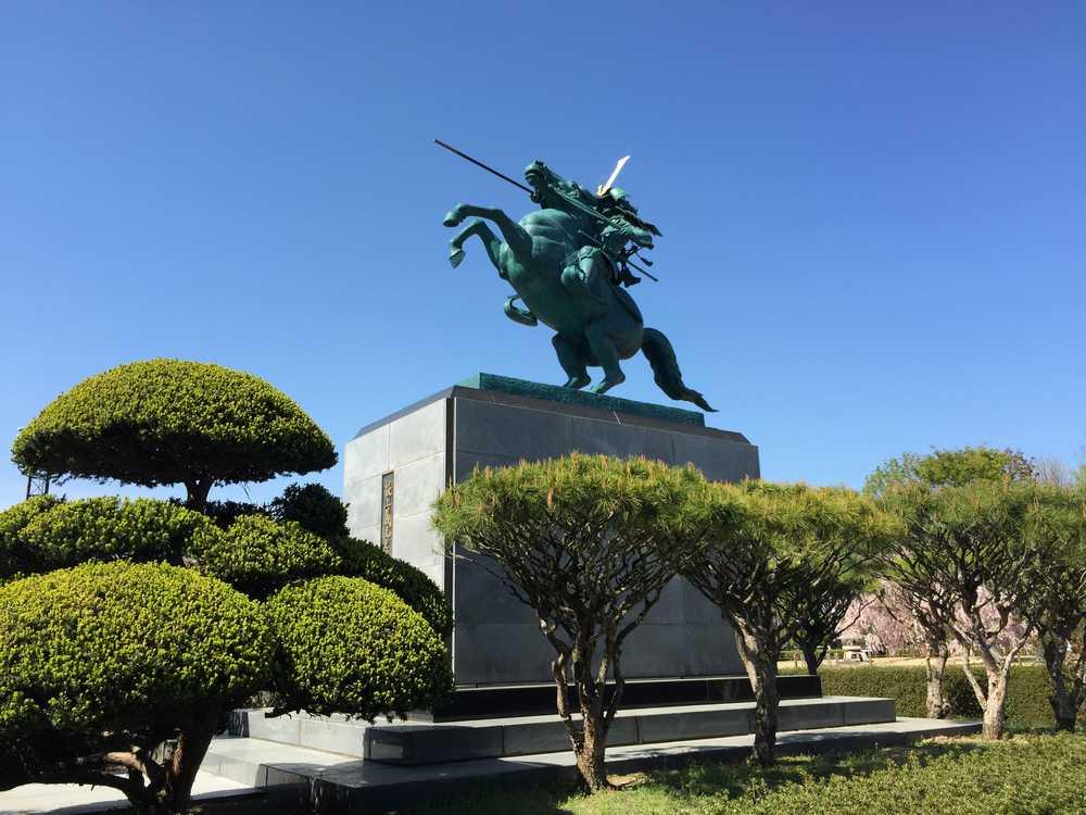 霞城公園の最上義光像画像