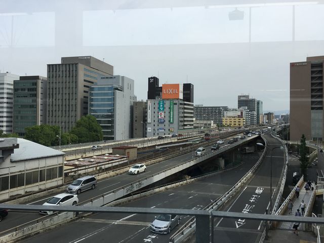 新大阪駅の新幹線ホームからの景色