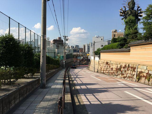 大阪明星学園前の坂道