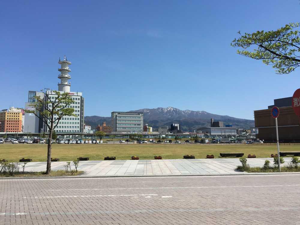 山形駅前からの蔵王画像